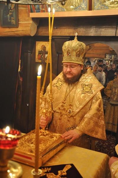 Єпископ Боярський Феодосій очолив богослужіння престольного свята в Миколаївському храмі на Подолі