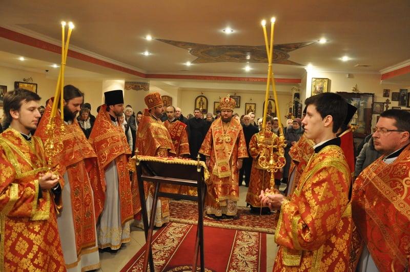 Єпископ Боярський Феодосій звершив Божественну літургію в храмі на честь святих Косьми і Даміана