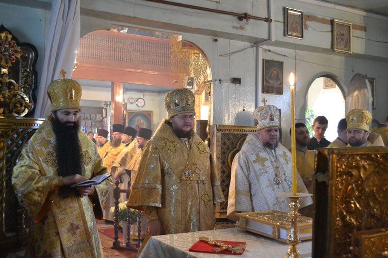 Єпископ Боярський Феодосій очолив Божественну літургію у храмі на честь великомученика Димитрія Солунського