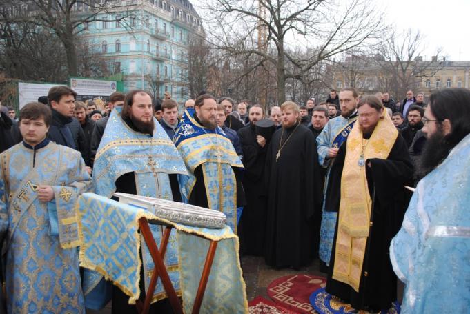 Єпископ Боярський Феодосій біля київського Десятинного монастиря очолив молебень за мир в Україні