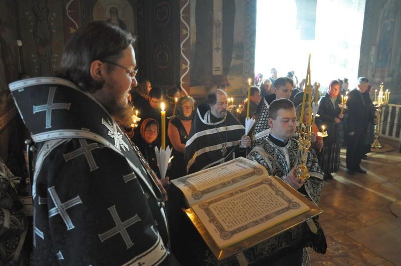 Напередодні Великої П'ятниці єпископ Боярський Феодосій звершив утреню з читанням 12-ти Страсних Євангелій