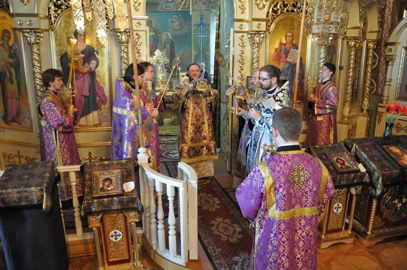 У Великий Четвер єпископ Боярський Феодосій звершив Літургію святителя Василія Великого