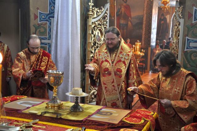 Єпископ Боярський Феодосій звершив Літургію в Неділю 2-у після Пасхи, апостола Фоми