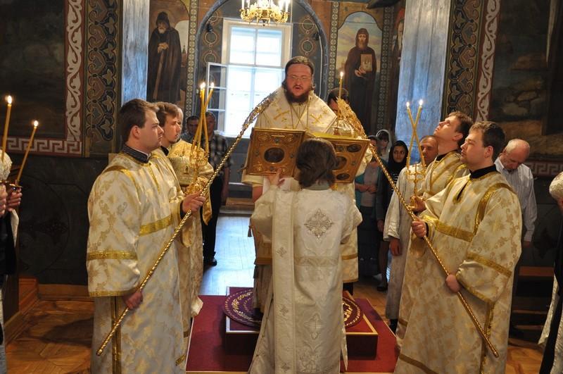 Епископ Боярский Феодосий совершил всенощное бдение Недели 7-й по Пасхе