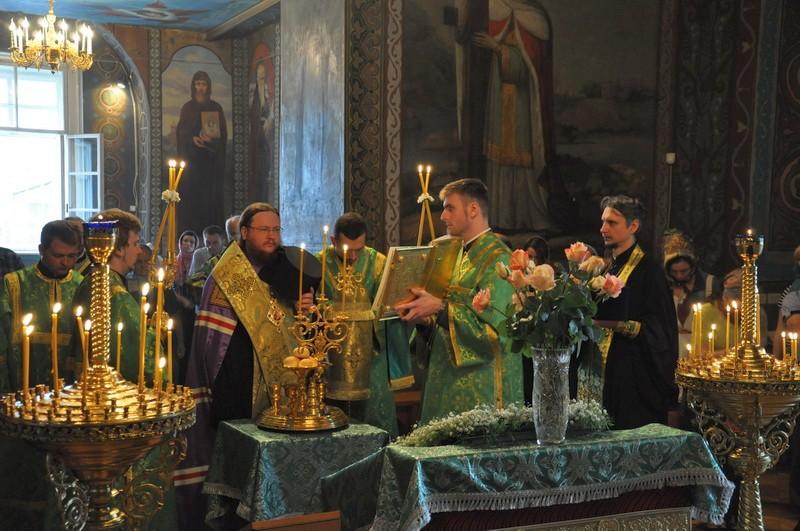 Єпископ Боярський Феодосій звершив всенічне бдіння напередодні свята Святої Трійці