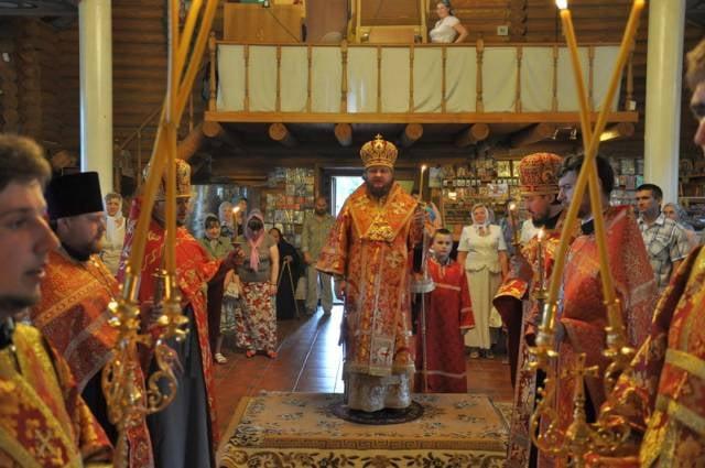 Епископ Боярский Феодосий совершил богослужение в храме свт.Иоасафа Белгородского