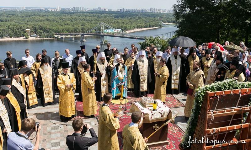 Керуючий Північним вікаріатством столиці єпископ Боярський Феодосій взяв участь у молебні на Володимирській гірці (+ВІДЕО)