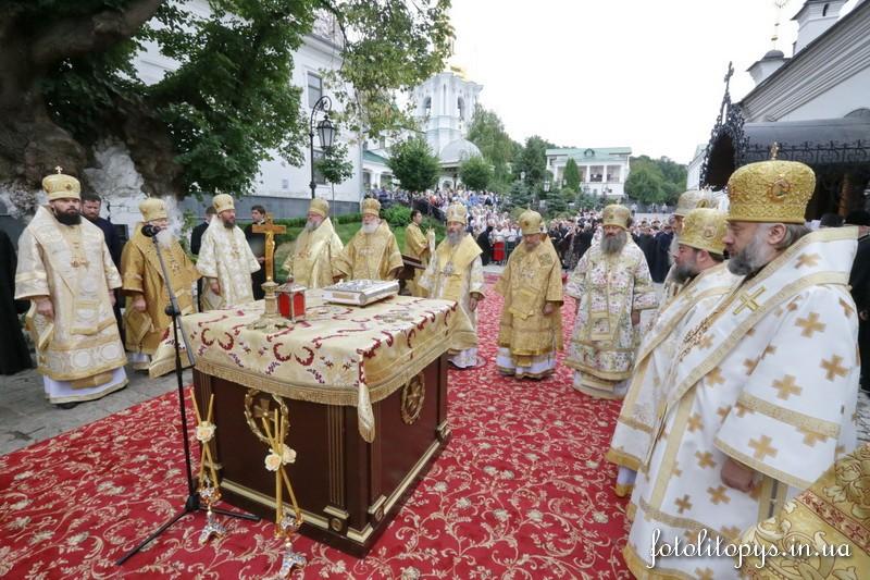 На сороковой день после смерти Митрополита Киевского и всея Украины Владимира в Киево-Печерской Лавре совершили поминальное богослужение