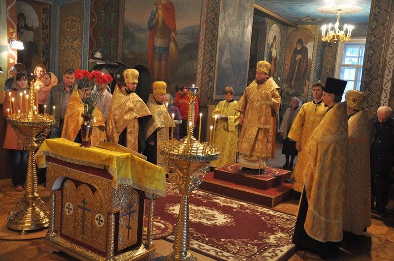 Епископ Боярский Феодосий совершил всенощное бдение накануне Недели 17-й по Пятидесятнице