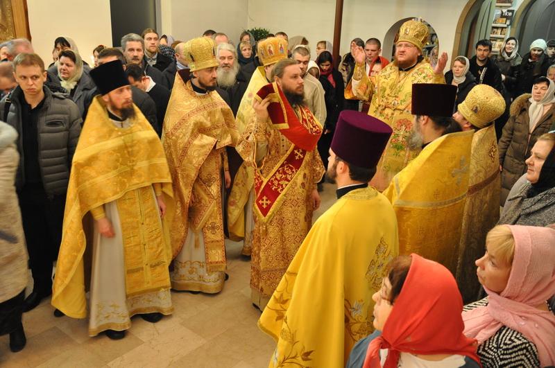 Епископ Боярский Феодосий совершил ночную Литургию в день престольного праздника в Свято-Спиридоновском храме