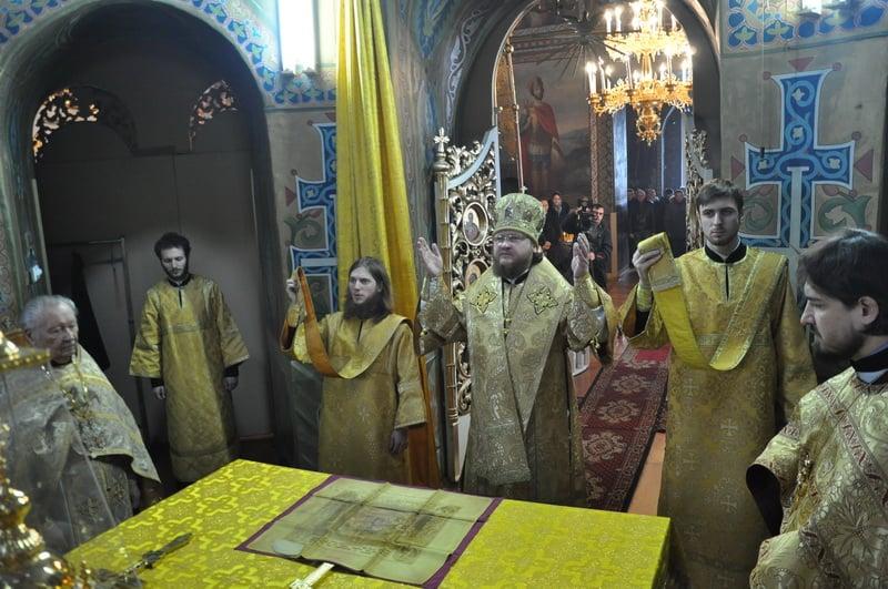 Епископ Боярский Феодосий совершил Литургию в Неделю о блудном сыне