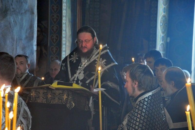 Накануне Великой Пятницы епископ Боярский Феодосий совершил утреню с чтением 12-ти Страстных Евангелий