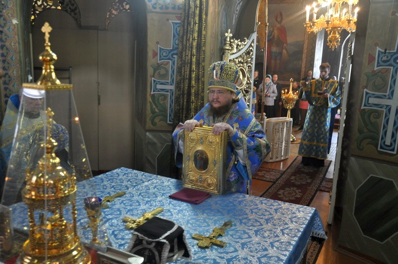 Епископ Боярский Феодосий совершил Литургию в праздник Благовещения Пресвятой Богородицы