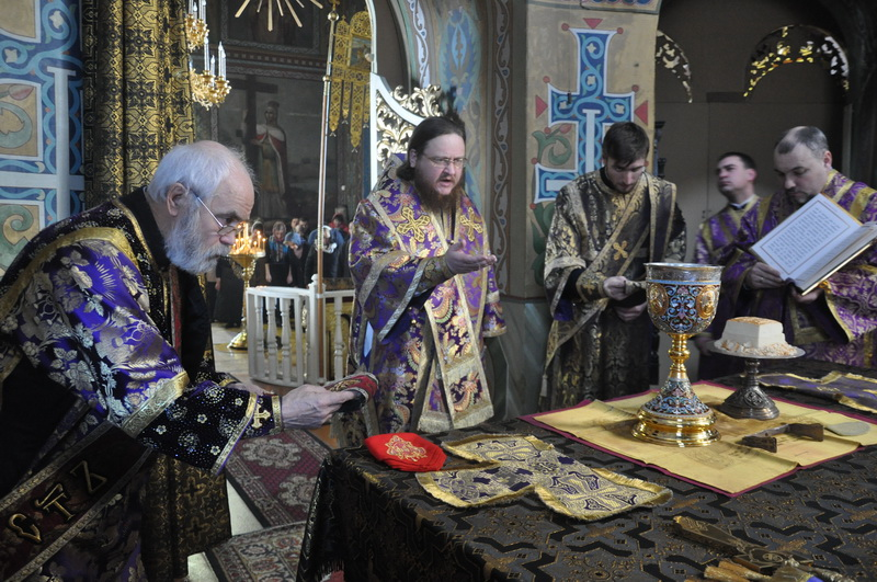 Єпископ Боярський Феодосій звершив Літургію в Великий Четвер