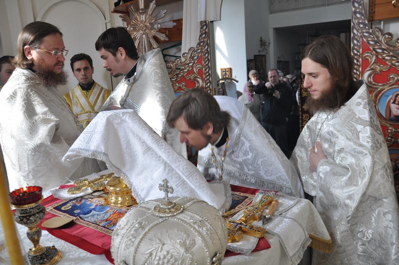 В Лазареву субботу епископ Боярский Феодосий совершил Божественную Литургию во Введенском Обыденном храме в г.Киеве (ОБНОВЛЕНО)