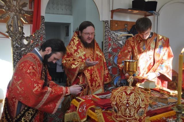 В пятницу Светлой седмицы епископ Боярский Феодосий совершил Божественную Литургию во Введенском Обыденном храме в г.Киеве