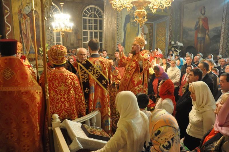 В Пасхальную ночь епископ Боярский Феодосий совершил праздничную заутреню и Божественную литургию