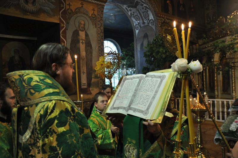 Єпископ Боярський Феодосій звершив всенічне бдіння напередодні Дня Святої Трійці