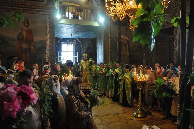 Єпископ Боярський Феодосій звершив святкове богослужіння в День Святої Трійці