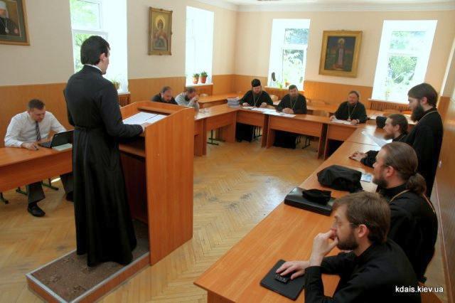 Єпископ Боярський Феодосій взяв участь у роботі Комісії по захисту бакалаврських робіт в КДАіС