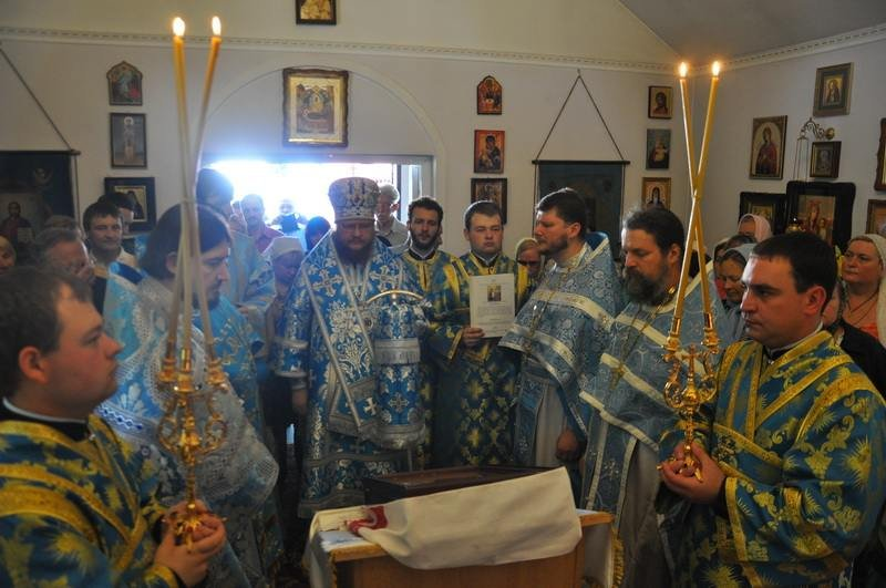 Епископ Боярский Феодосий возглавил богослужение престольного праздника в храме Боголюбской иконы Божией Матери