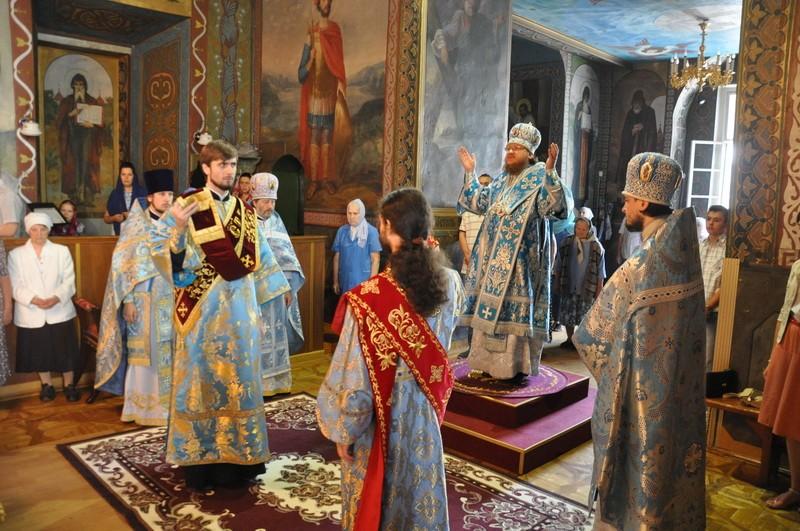 Епископ Боярский Феодосий совершил Литургию в день праздника Успения Пресвятой Богородицы
