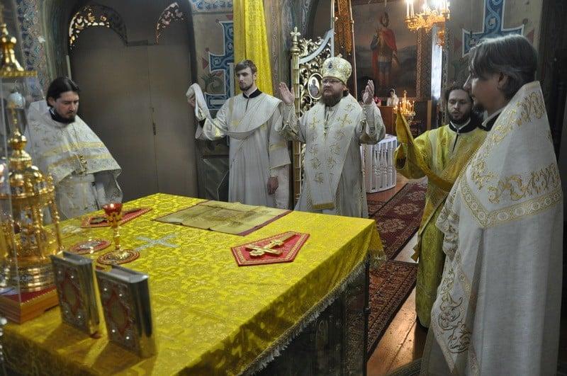 Епископ Боярский Феодосий совершил Литургию в Неделю 16-ю по Пятидесятнице