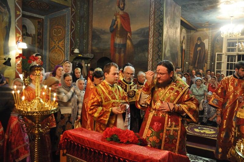 Епископ Боярский Феодосий совершил всенощное бдение накануне праздника Воздвижения Креста Господня