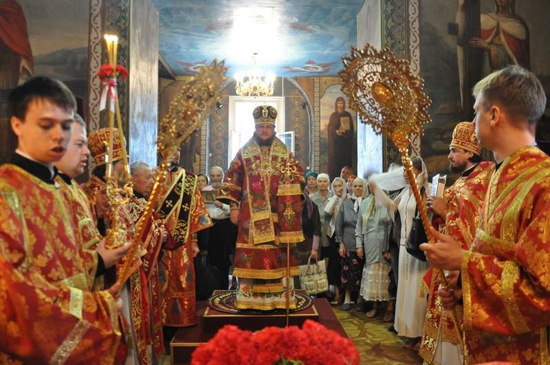 Єпископ Боярський Феодосій звершив Літургію в день престольного свята Хрестовоздвиженського храму на Подолі