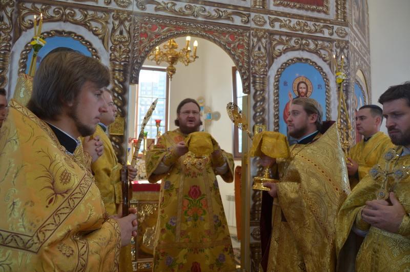 В Неделю 18-ю по Пятидесятнице епископ Боярский Феодосий совершил Божественную Литургию во Введенском Обыденном храме в г.Киеве