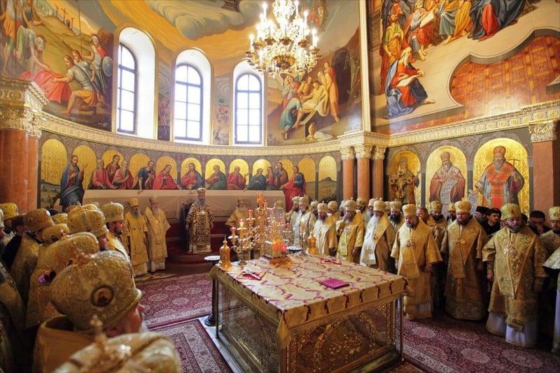 У день святкування 25-річчя з дня архієрейської хіротонії Предстоятеля УПЦ єпископ Боярський Феодосій співслужив Блаженнішому митрополиту Онуфрію в Києво-Печерській лаврі