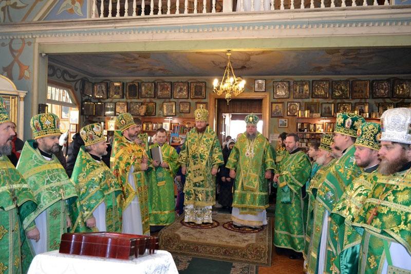 Викарий Киевской Митрополии епископ Боярский Феодосий возглавил богослужение престольного праздника в храме Оболонского благочиния