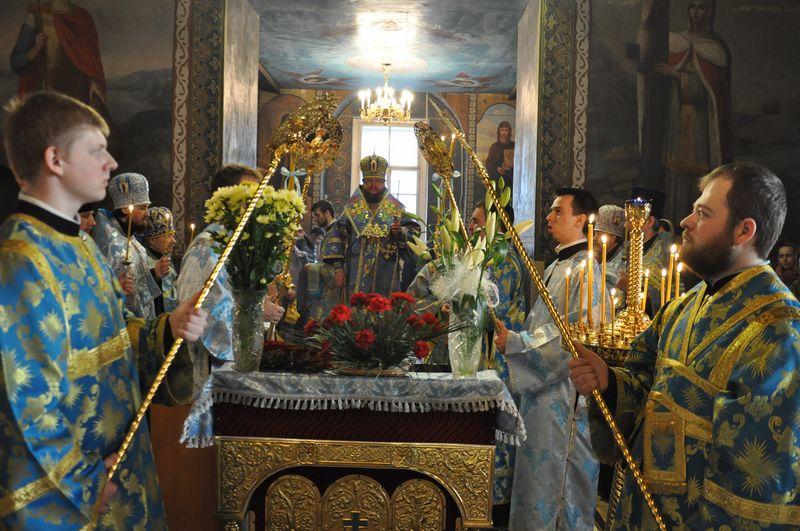 Епископ Боярский Феодосий совершил всенощное бдение накануне Благовещения Пресвятой Богородицы