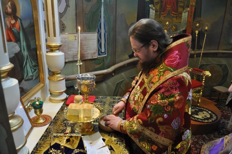 Епископ Боярский Феодосий совершил Литургию в Неделю 3-ю Великого поста