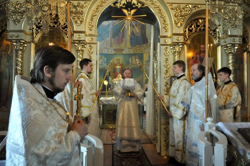 В Великую Субботу епископ Боярский Феодосий совершил Литургию святителя Василия Великого