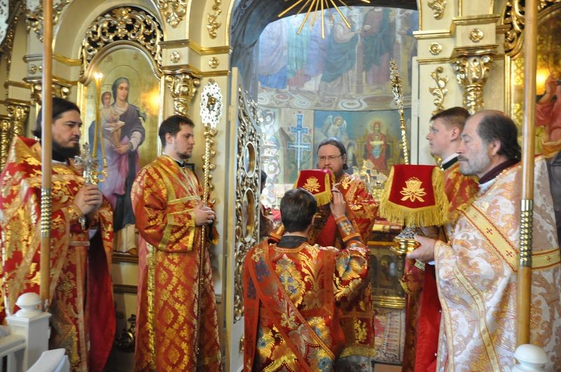 Епископ Боярский Феодосий совершил Литургию в Неделю 3-ю по Пасхе, святых Жен-мироносиц