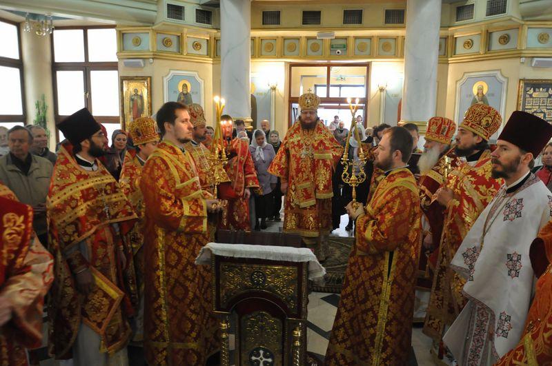 У Світлу суботу єпископ Боярський Феодосій звершив Літургію малого престольного свята в храмі Різдва Христового на Оболоні