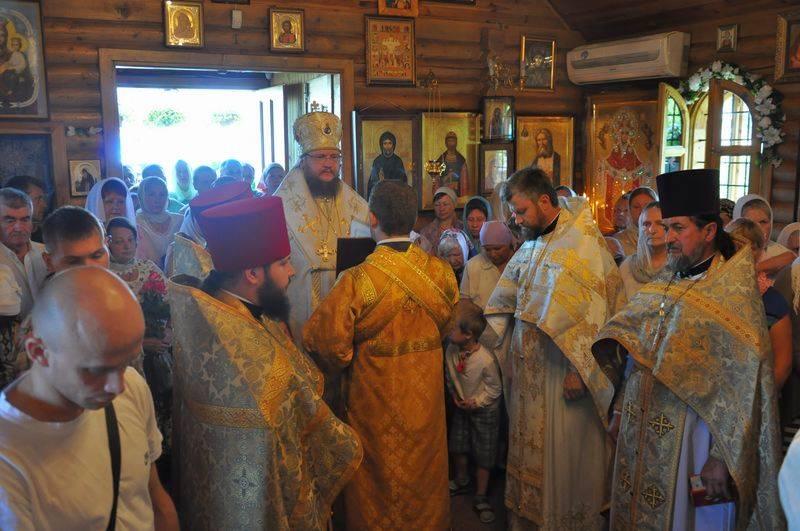 В Неделю Всех святых епископ Боярский Феодосий совершил Литургию во Всехсвятском храме столицы