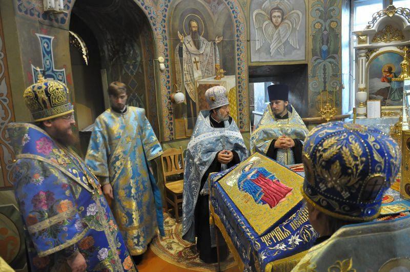 Епископ Боярский Феодосий совершил всенощное бдение накануне праздника Успения Пресвятой Богородицы