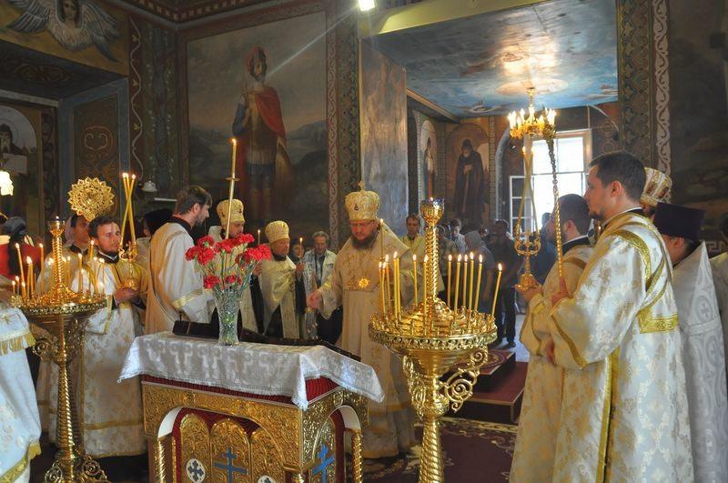 Епископ Боярский Феодосий совершил всенощное бдение накануне Недели 9-й по Пятидесятнице