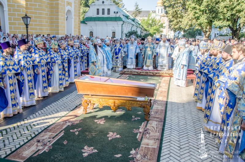 Єпископ Боярський Феодосій співслужив Предстоятелю за урочистим богослужінням з нагоди престольного свята у Києво-Печерській Лаврі