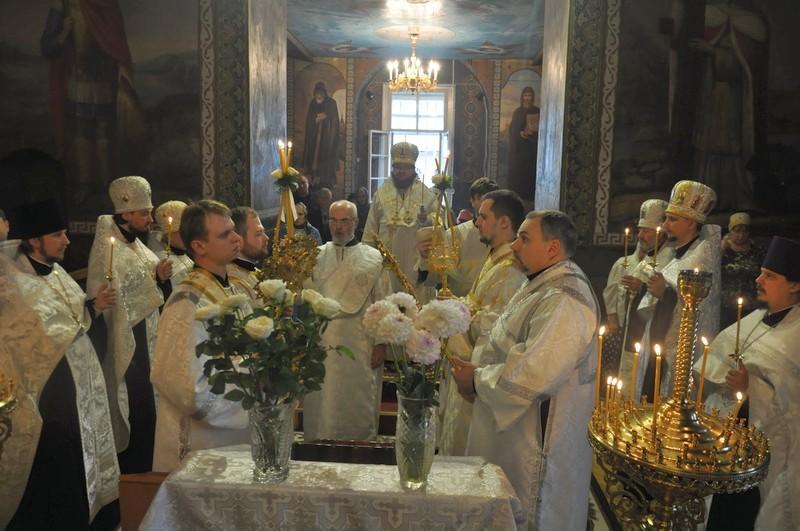 Епископ Боярский Феодосий совершил всенощное бдение накануне праздника Преображения Господня