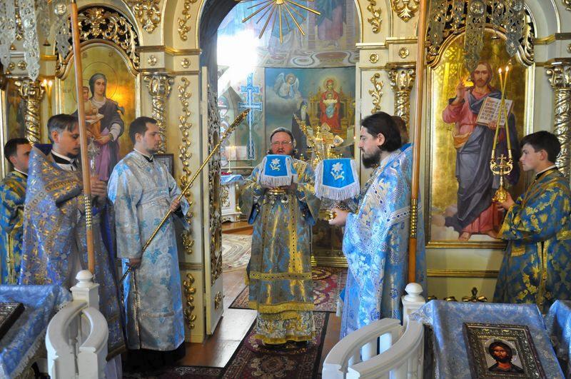 Епископ Боярский Феодосий совершил Литургию в Неделю 11-ю по Пятидесятнице