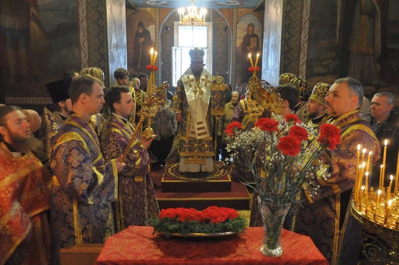 У Хрестовоздвиженському храмі на Подолі відзначили престольне свято (+ВІДЕО)