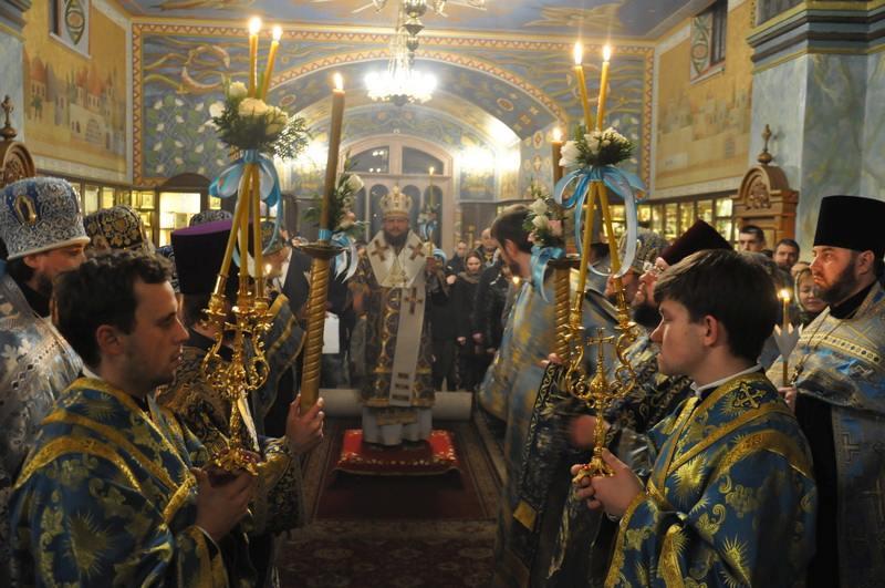 Накануне Покрова Пресвятой Богородицы епископ Боярский Феодосий совершил всенощное бдение в Покровском храме на Приорке в г.Киеве