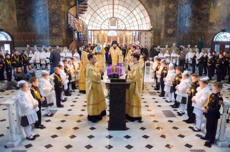 Єпископ Боярський Феодосій очолив молебень перед урочистим врученням погон кадетським класам