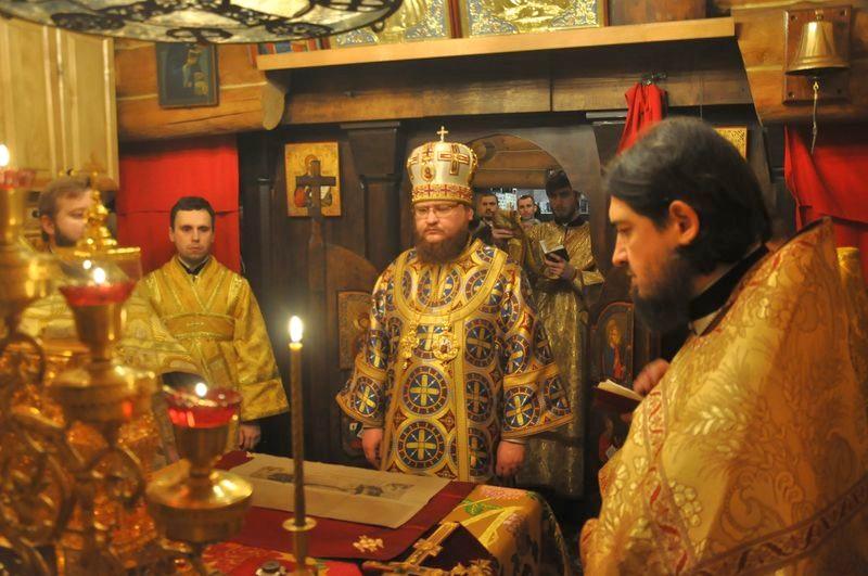 Епископ Боярский Феодосий возглавил богослужение престольного праздника в Свято-Николаевском храме на Подоле