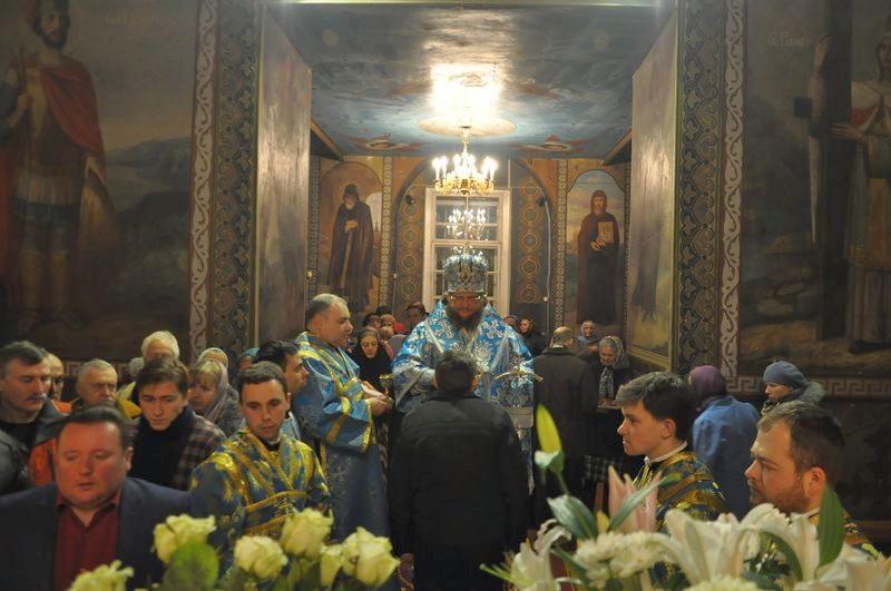 Епископ Боярский Феодосий совершил всенощное бдение накануне праздника Введения в храм Пресвятой Богородицы