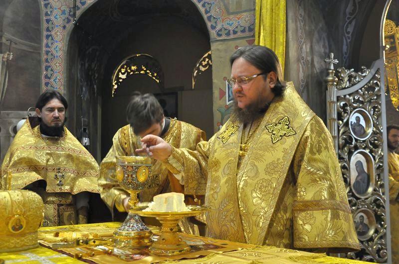 Епископ Боярский Феодосий совершил Литургию в Неделю 26-ю по Пятидесятнице