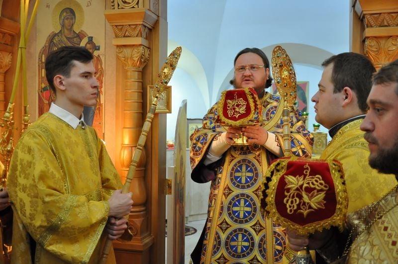 Єпископ Боярський Феодосій звершив нічну Літургію в день престольного свята у Свято-Спиридонівському храмі